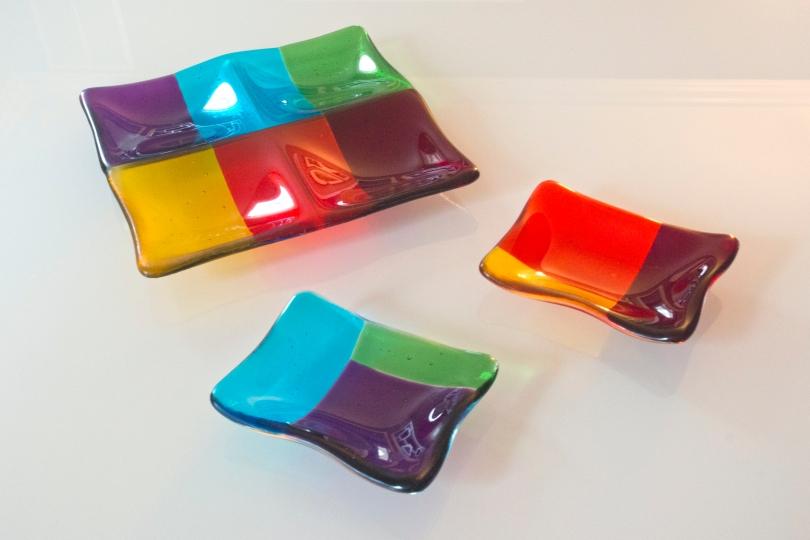 Rainbow four-square dish